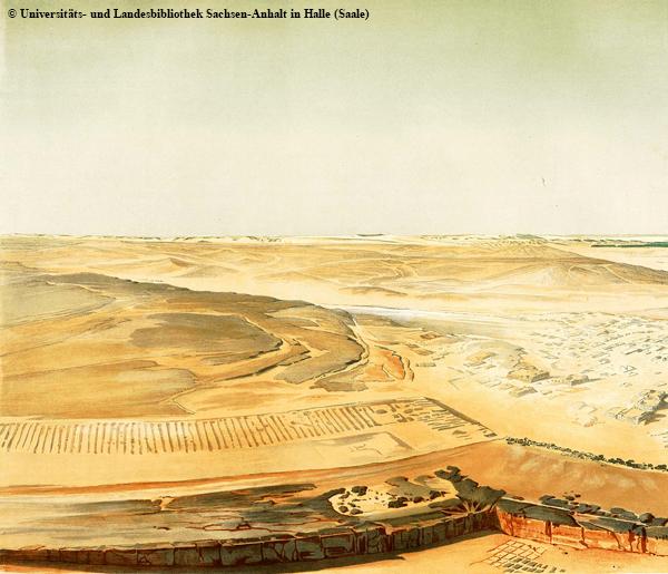 Tagebau-Steinbruch vor der Nordwestecke der Chephren-Pyramide. Dahinter sind noch die Mauerreste eines großen Magazintraktes oder von Arbeiterwohnungen (laut Stadelmann, Lehner) zu erkennen.