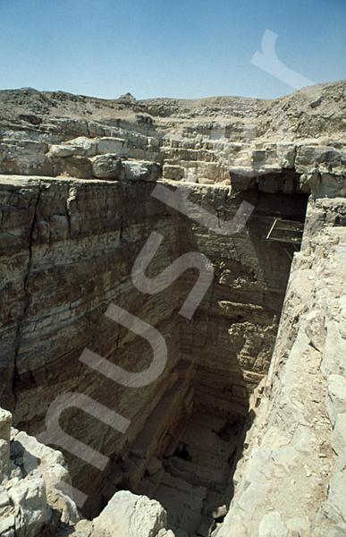 Radjedef-Pyramide: T-förmige Ausschachtung, Bild-Nr. Grßansicht: 15a/28