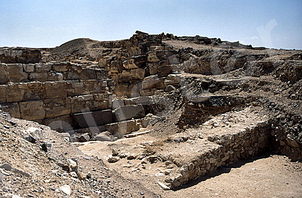 Radjedef-Pyramide: Umfassungs- / Temenosmauer, Bild-Nr. Grßansicht: 10a/23