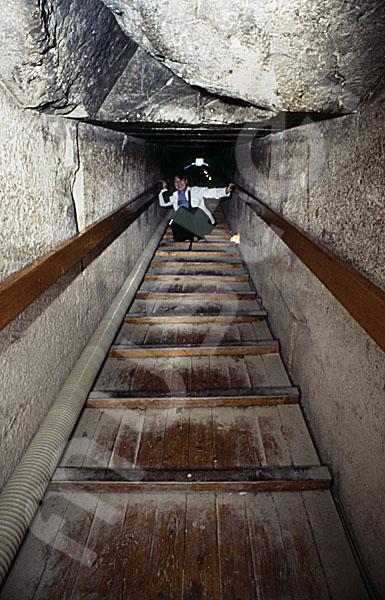 Rote Pyramide: Gang, Bild-Nr. Grßansicht: 345a/49