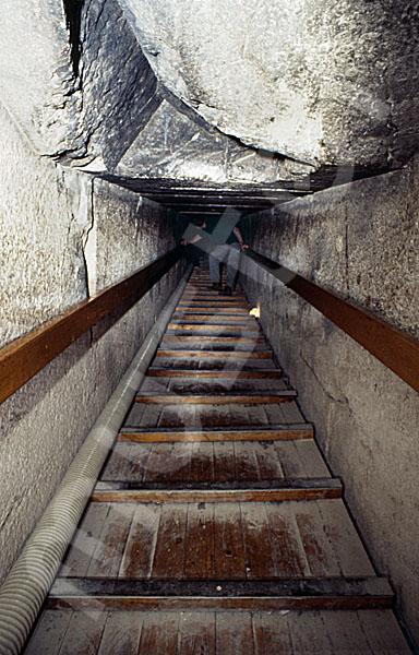 Rote Pyramide: Gang, Bild-Nr. Grßansicht: 345a/50