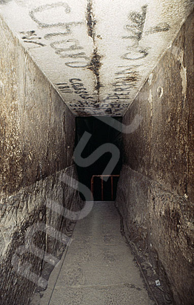 Rote Pyramide: Gang, Bild-Nr. Grßansicht: 345b/27