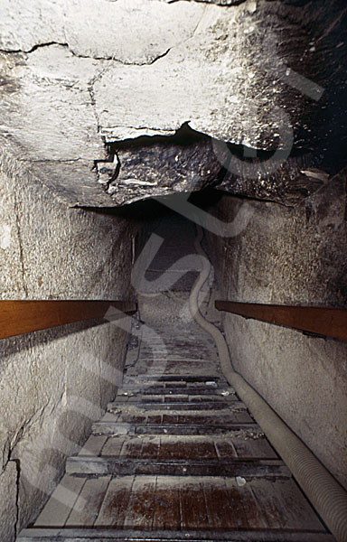 Rote Pyramide: Gang, Bild-Nr. Grßansicht: 345b/4