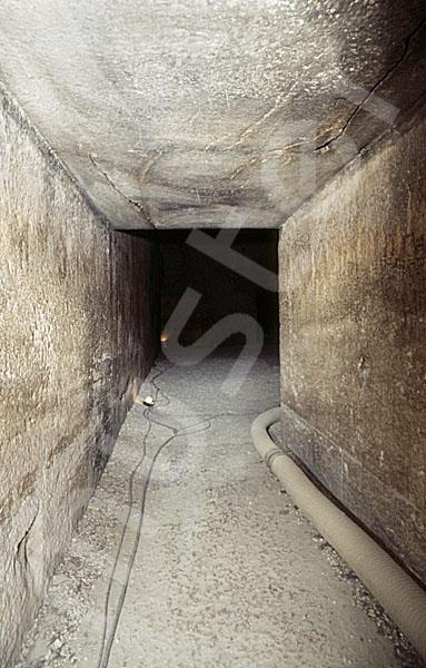 Rote Pyramide: Gang, Bild-Nr. Grßansicht: 345b/6